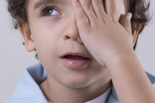 crianc3a7a-mc3a3o-no-olho